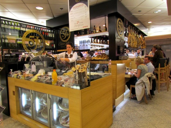 Galleries Lafayette, prosciutto and wine bar
